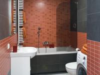 Efektowna mała łazienka. Ceglaste płytki łazienkowe