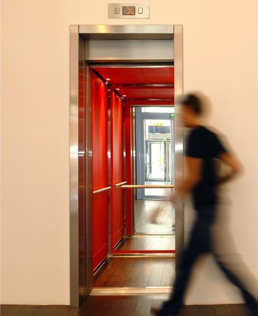 Dzwig osobowy nowoczesne oswietlenie i design windy kabina 3